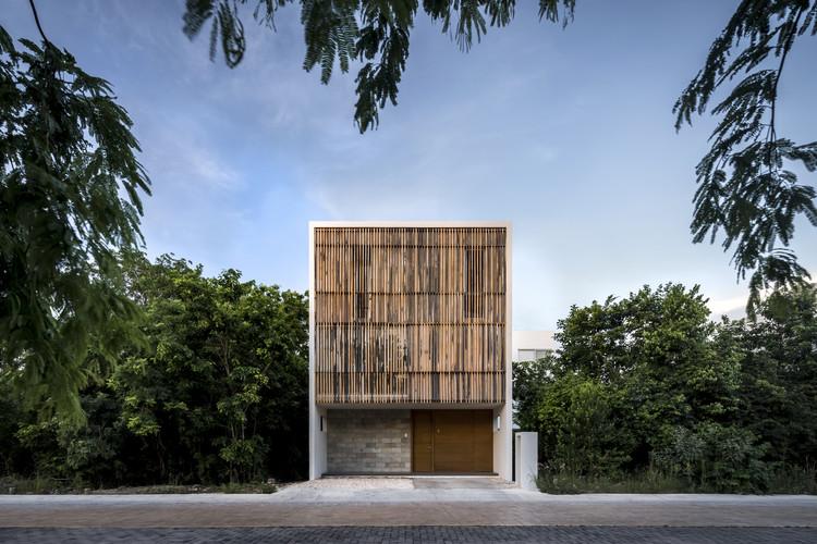 Build a house in Puerto Morelos